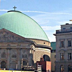 Berlin Hedwig cathedral 300x300 - Lo que hay que ver en Berlin Mitte | Una visita auto-guiada