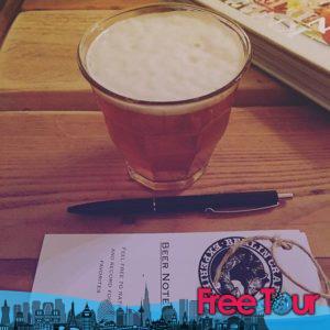 los mejores pub crawls y tours nocturnos de berlin 5 300x300 - Los Mejores Pub Crawls y Tours Nocturnos de Berlín