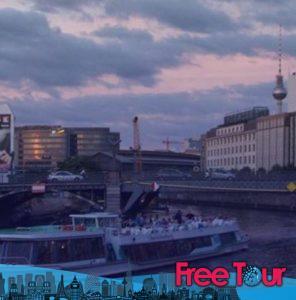 los mejores pub crawls y tours nocturnos de berlin 8 296x300 - Los Mejores Pub Crawls y Tours Nocturnos de Berlín