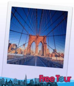 Caminando a través del Puente de Brooklyn