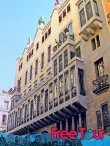 visita gotica autoguiada por barcelona 2 225x300 - Visita Gótica Autoguiada por Barcelona