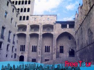 visita gotica autoguiada por barcelona 4 300x225 - Visita Gótica Autoguiada por Barcelona